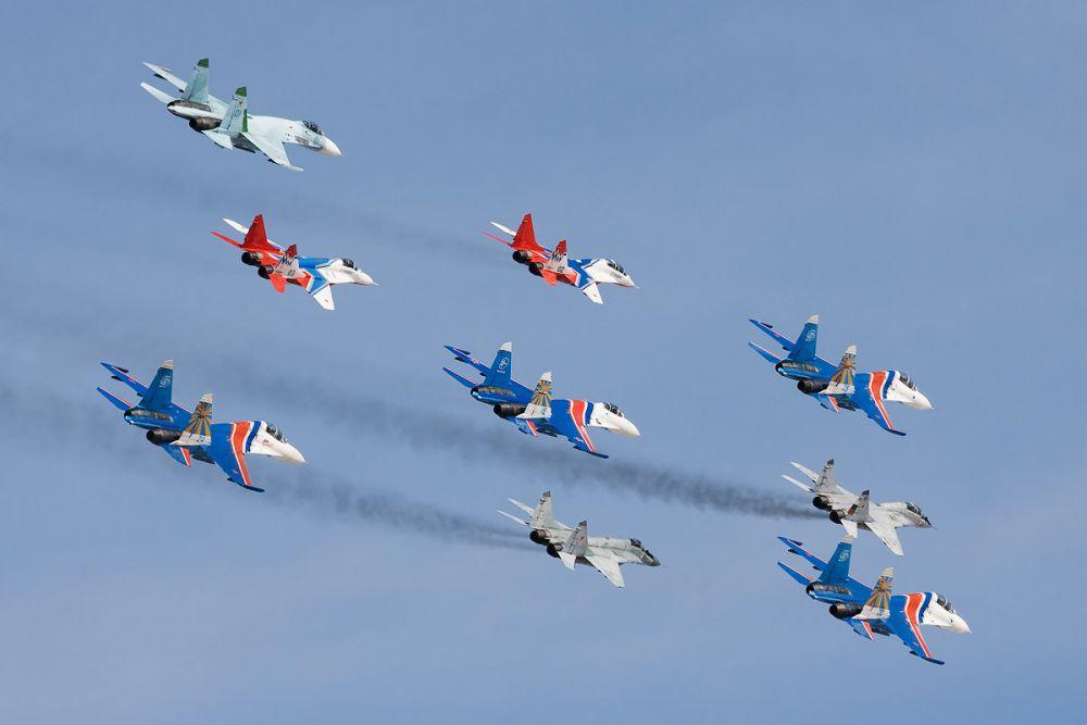 9 мая 2010 года две группы самолетов вместе пролетели над Красной площадью во время воздушной части парада Победы.