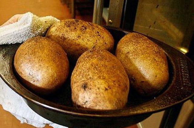 Картошку в Омске можно купить по 20 рублей за килограмм..