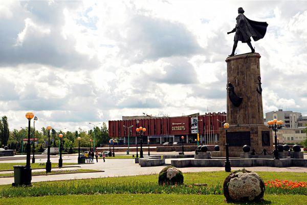 На предпоследней строчке рейтинга разместился Липецк. В городе проживает 21% бедного населения и 63% малоимущего.