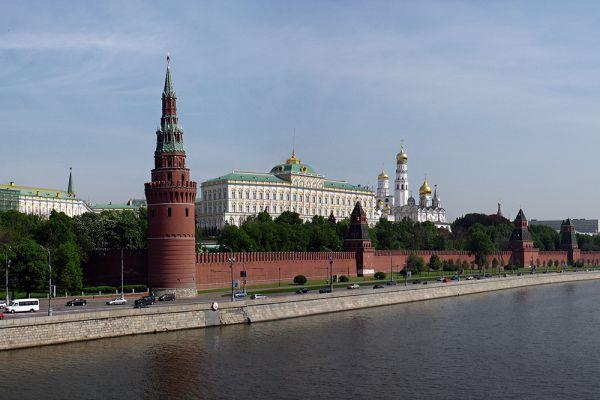 Места со третьего по шестое разделили Москва, Екатеринбург, Хабаровск и Новокузнецк. В этих городах проживает по 11% бедного населения. Но вот количество малоимущего населения разнится. В Москве, например, лишь 50%.