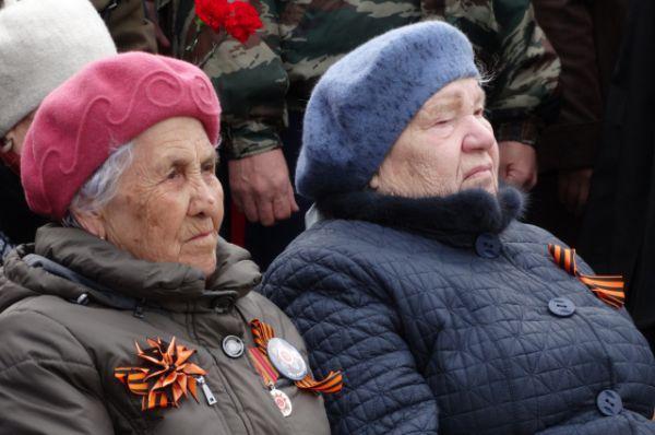 Ветераны - почетные гости церемонии.