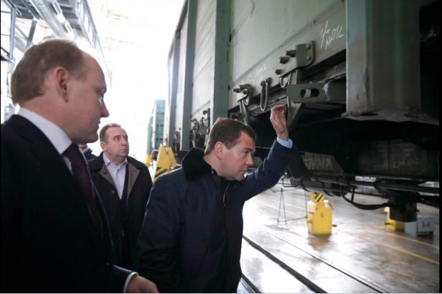 В 2013 г. премьер Дмитрий Медведев похвалил новокузнецкие вагоны, но через два года это не спасло 1100 их производителей от потери рабочих мест.