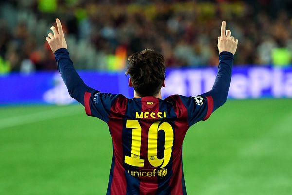 Лидер «Барселоны» Лионель Месси, по оценке Forbes, заработал $48,5 млн на поле и еще $22 млн — на рекламных контрактах. Недавно уроженец Аргентины появился в совместном рекламном видео Samsung Galaxy и Marvel в роли «Железного человека».