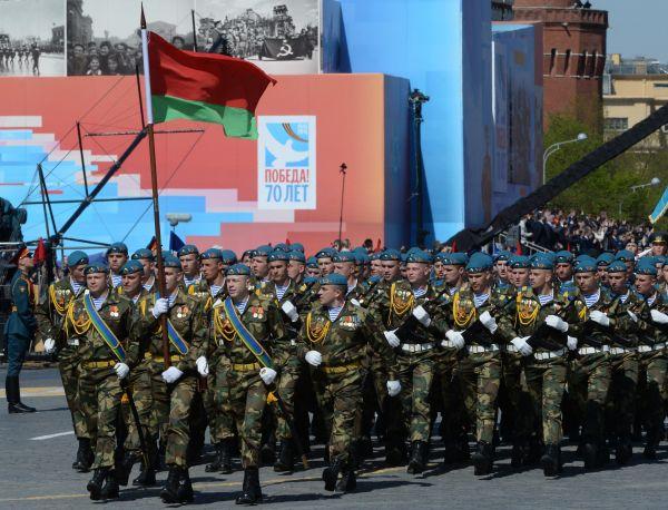 Военнослужащие Вооруженных сил Белоруссии.
