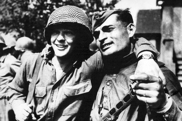 Фотографии 9 мая 1945 года:День Победы со слезами на глазах   SM.News   425x640