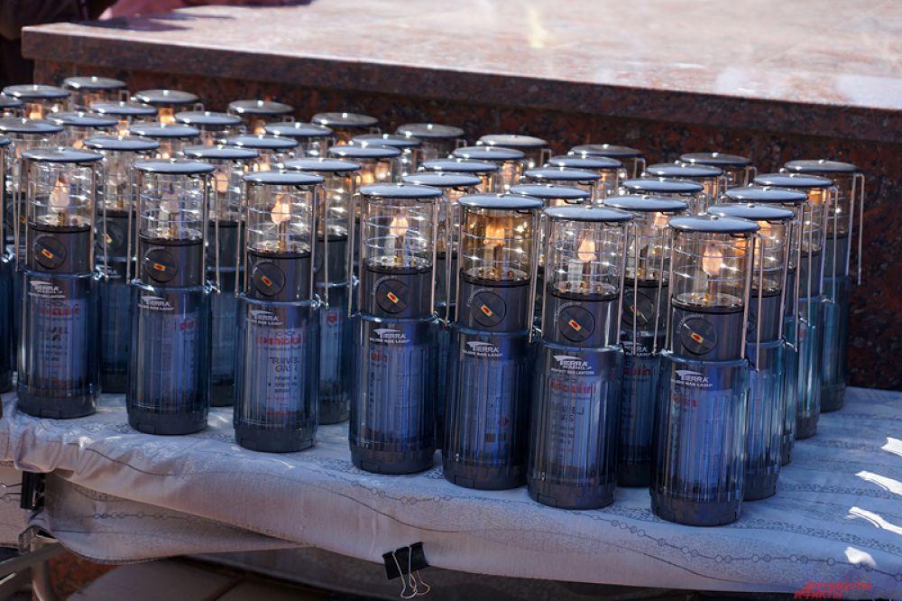 Пламя в специальных капсулах вручили представителям муниципальных образований региона – 48 ламп отправятся в города и поселки края.