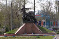 Памятник рубцовчанам из пехотного училища появился в 1996 году.