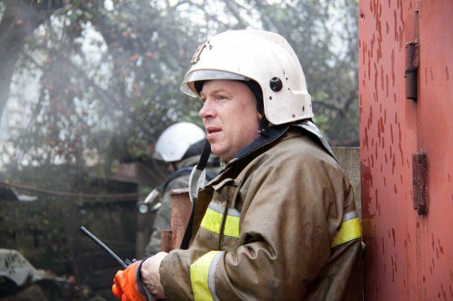 Пожарные потушили огонь ха 10 минут.