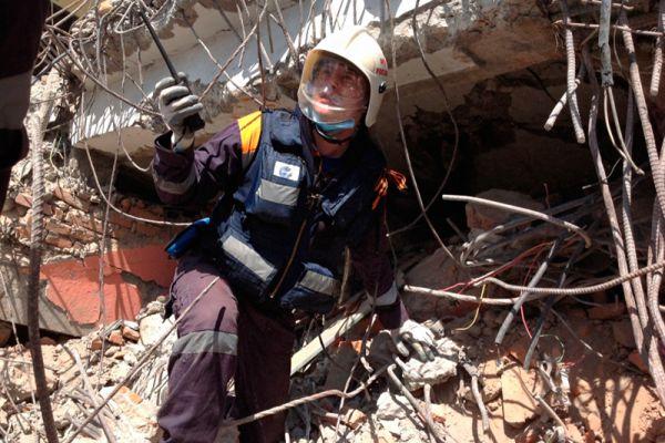 Сводный отряд МЧС России продолжает работу по ликвидации последствий землетрясения в Непале. В его составе 95 спасателей, 5 единиц техники, 7 кинологических расчетов, 6 врачей, комплекс ДПЛА и диагностический комплекс «Струна».
