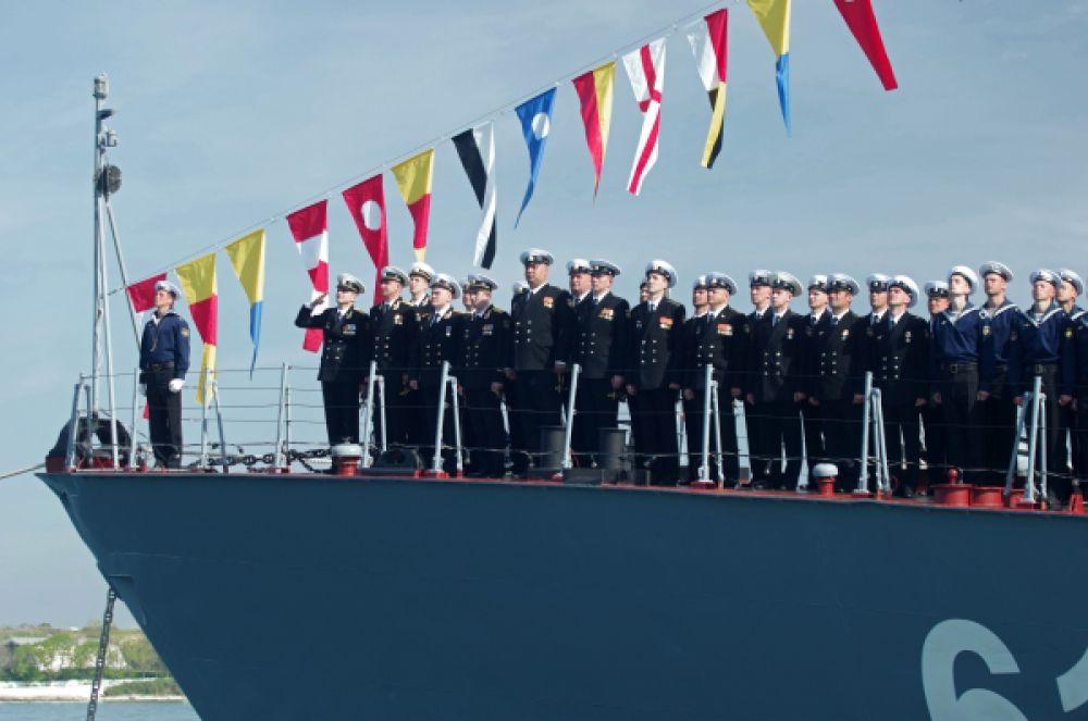 Военнослужащие Черноморского флота во время генеральной репетиции Парада Победы в Севастополе.