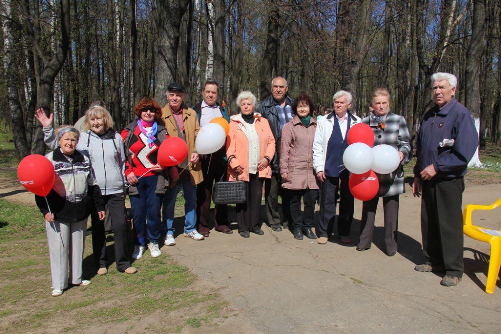 Старшее поколение с удовольствием приняло участие в акции «Лес Победы»