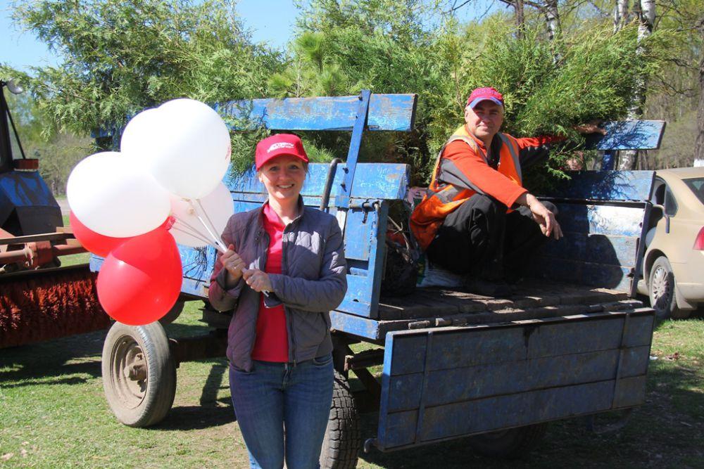 В Автозаводском парке посадили 100 деревьев