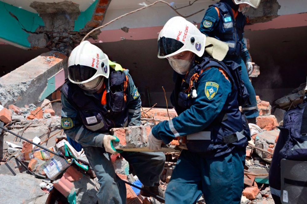 Спасатели обследовали 200 квадратных метров завалов. После завершения работ группа в составе 22 человек на поисково-спасательных автомобилях высокой проходимости «Розенбауер» и КамАЗ вернулась в базовый лагерь в Катманду.