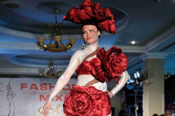 На площадке дизайн-центра «WEST» каждый желающий сможет продемонстрировать предметы одежды в трёх номинациях: портной-любитель, дизайнер, модельер.
