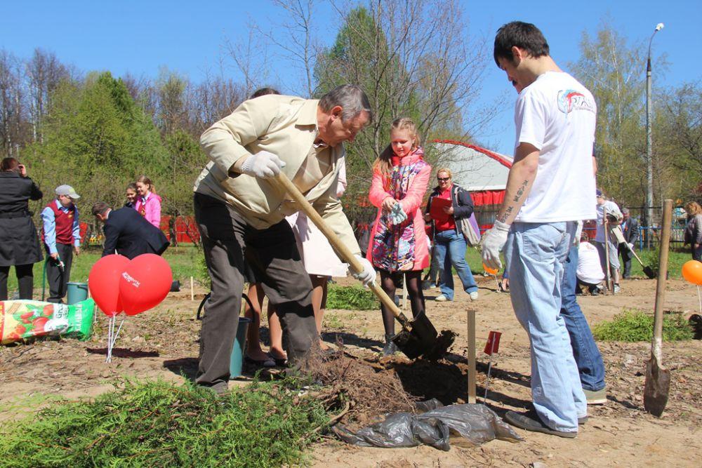 Ректор НижГМА Борис Шахов: «Когда сажаешь дерево, оставляешь частицу себя»