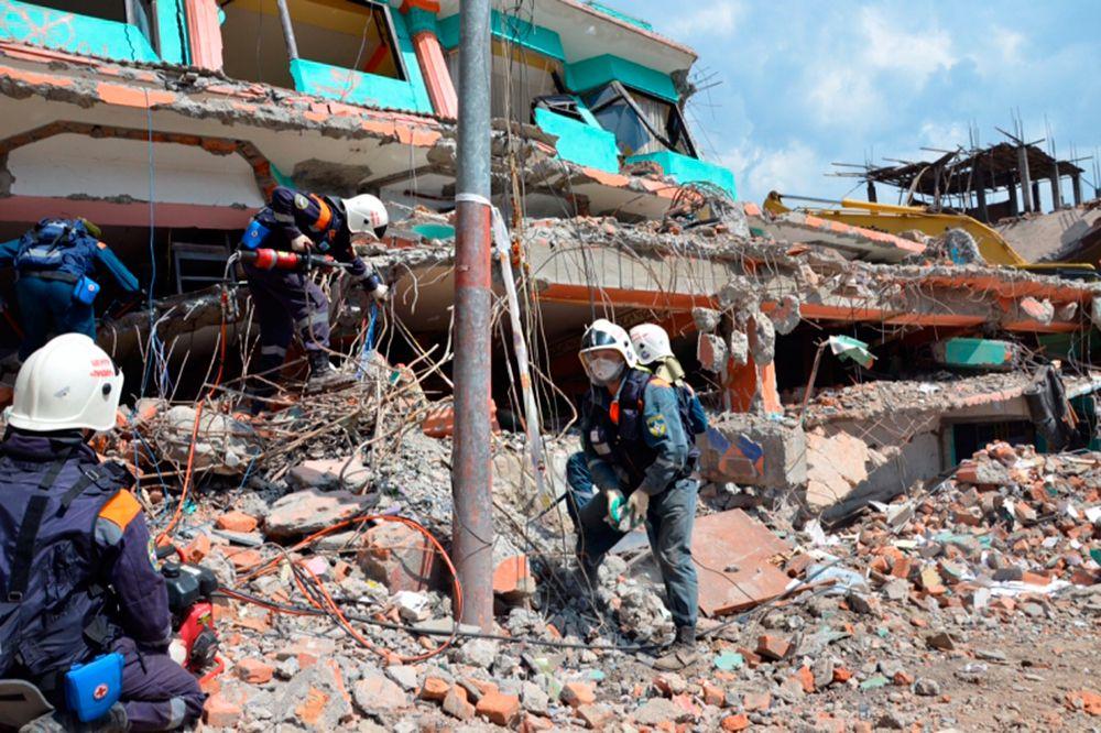 7 мая. В одном из поселков в Непале обнаружены тела двоих российских дипломатов, ранее считавшихся пропавшими без вести после землетрясения.