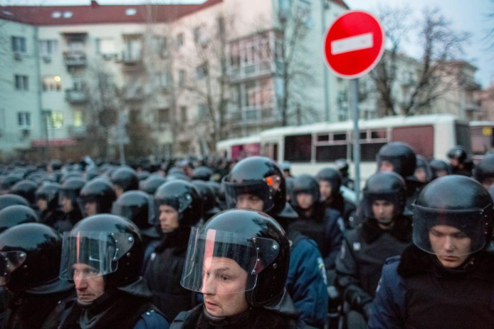 7 мая. 25 бойцов украинского «Беркута» попросили политического убежища в Крыму.