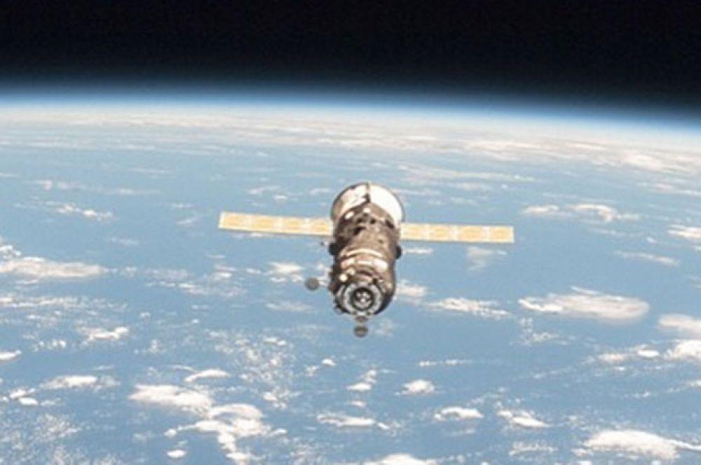8 мая. Российский транспортный космический корабль «Прогресс М-27» сгорел в плотных слоях атмосферы.