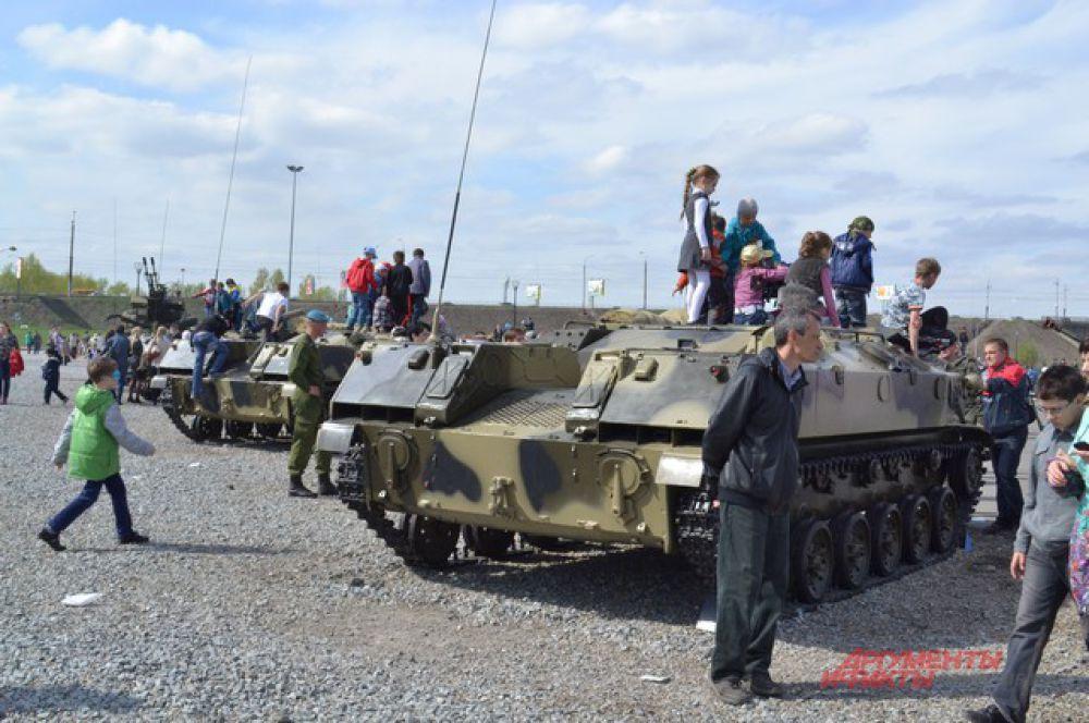 Омичи посетили музей войны под открытым небом.