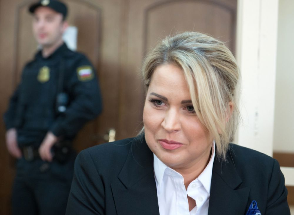 8 мая. Бывшая глава департамента имущественных отношений российского Министерства обороны Евгения Васильева приговорена к 5 годам тюремного заключения, отбывать наказание экс-чиновница будет в колонии общего режима.
