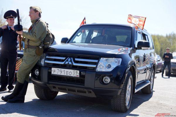 По версии судей, в конкурентной борьбе победу одержал пермяк Евгений Костяев. Его автомобиль «Митсубиси Паджеро» был оформлен российскими флагами и кадрами из военных фильмов на фоне георгиевской ленты.