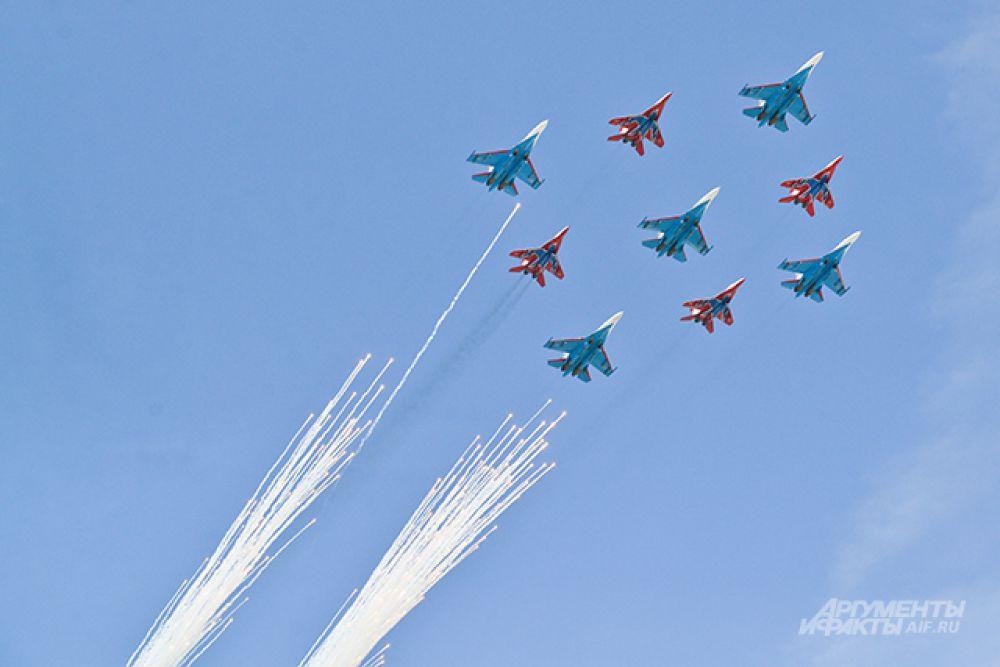 Многоцелевые истребители Су-27 и МиГ-29.
