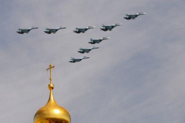 Многоцелевые истребители Су-30СМ и Су-35С.