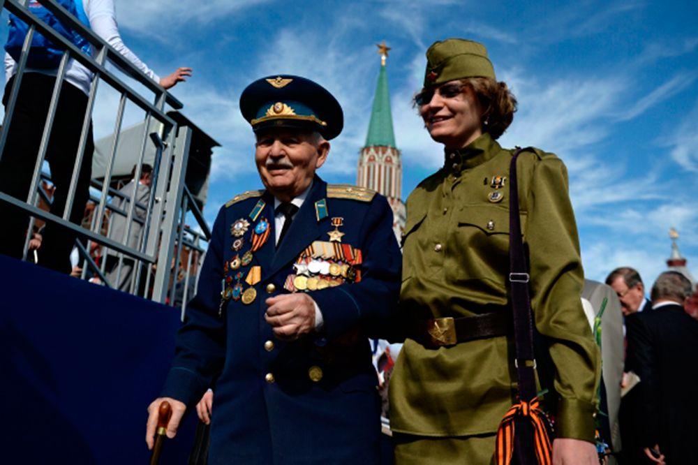 Ветеран перед началом военного парада в ознаменование 70-летия Победы в Великой Отечественной войне 1941-1945 годов.