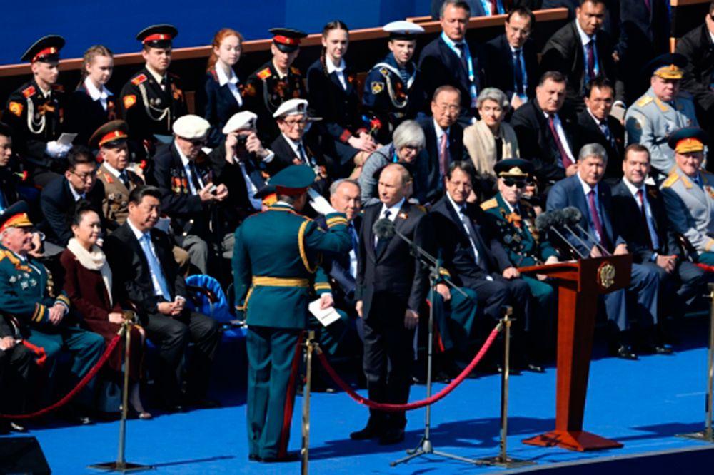 Президент Российской Федерации Владимир Путин и министр обороны РФ, генерал армии Сергей Шойгу.