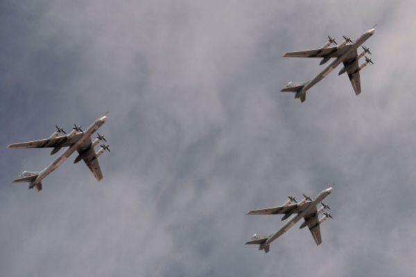 Стратегические бомбардировщики-ракетоносцы Ту-95МС.
