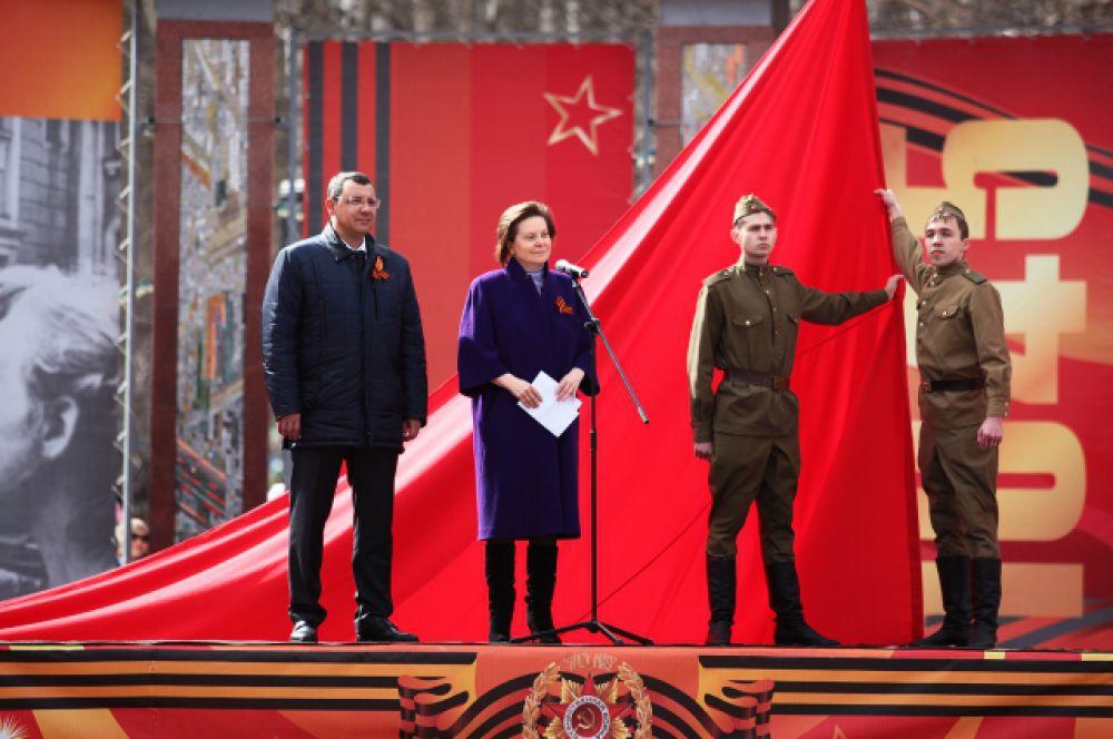 Празднование открывают глава Ханты-Мансийска Василий Филипенко и врио губернатора Югры Наталья Комарова.