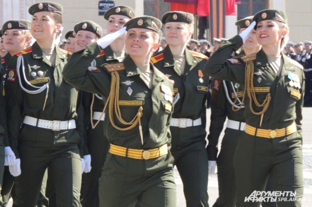 Впервые в Параде приняли участие женские войска.