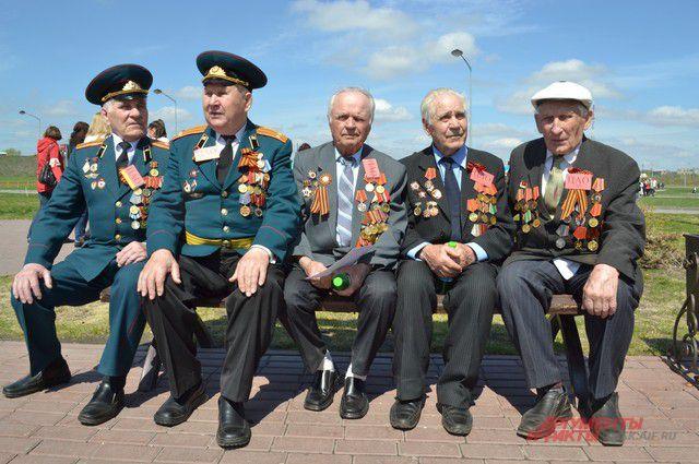 Для ветеранов организовали концерт.