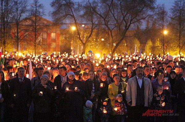 Тёплый свет сотен пламеней объединил потомков воинов-героев.