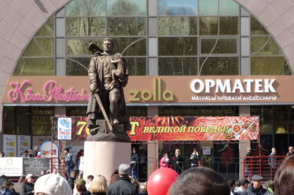 А также копия берлинского памятника воину-освободителю.