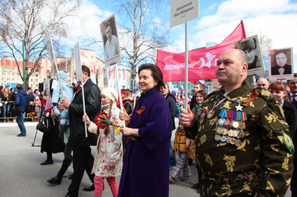 """В колонне """"Бессмертного полка"""" прошла глава региона Наталья Комарова."""