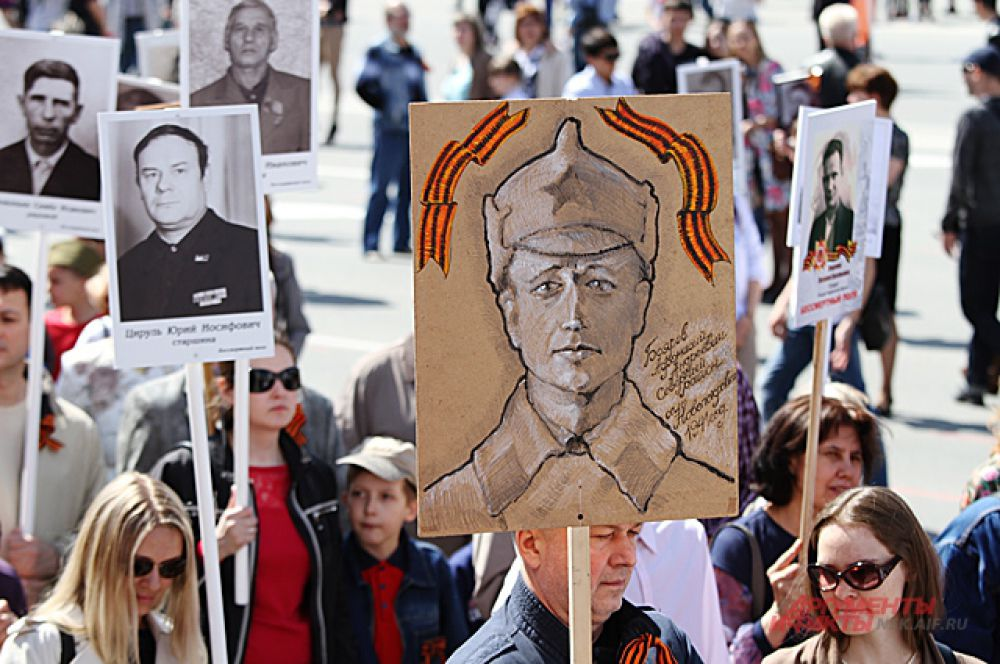 Кто-то из тех, кто изображён на фото, не дожил до Победы, а кто-то - вернулся героем.
