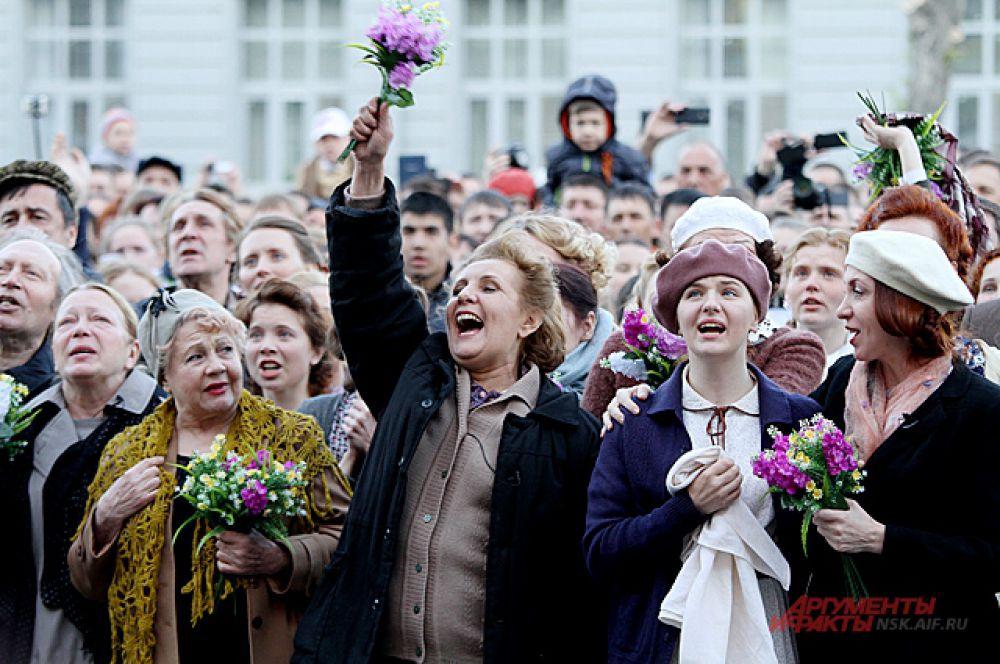 Рано утром на площади Свердлова из громкоговорителя объявили: война закончилась, мы победили!