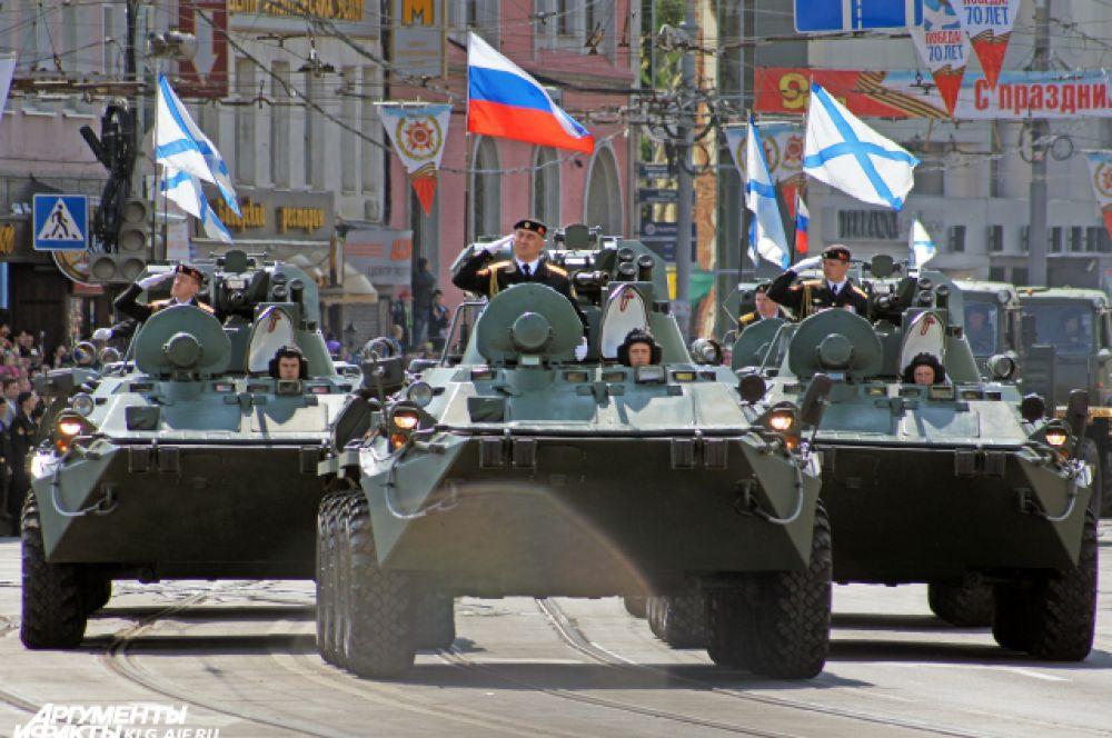 Всего в состав механизированной колонны включено свыше 75 единиц техники, стоящей на вооружении соединений и частей Балтийского флота.
