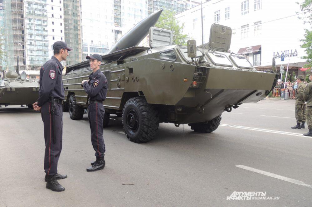 Советский бронетранспортёр БТР-80.