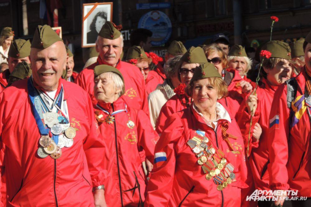 У ветеранов-спортсменов десятки медалей на груди.