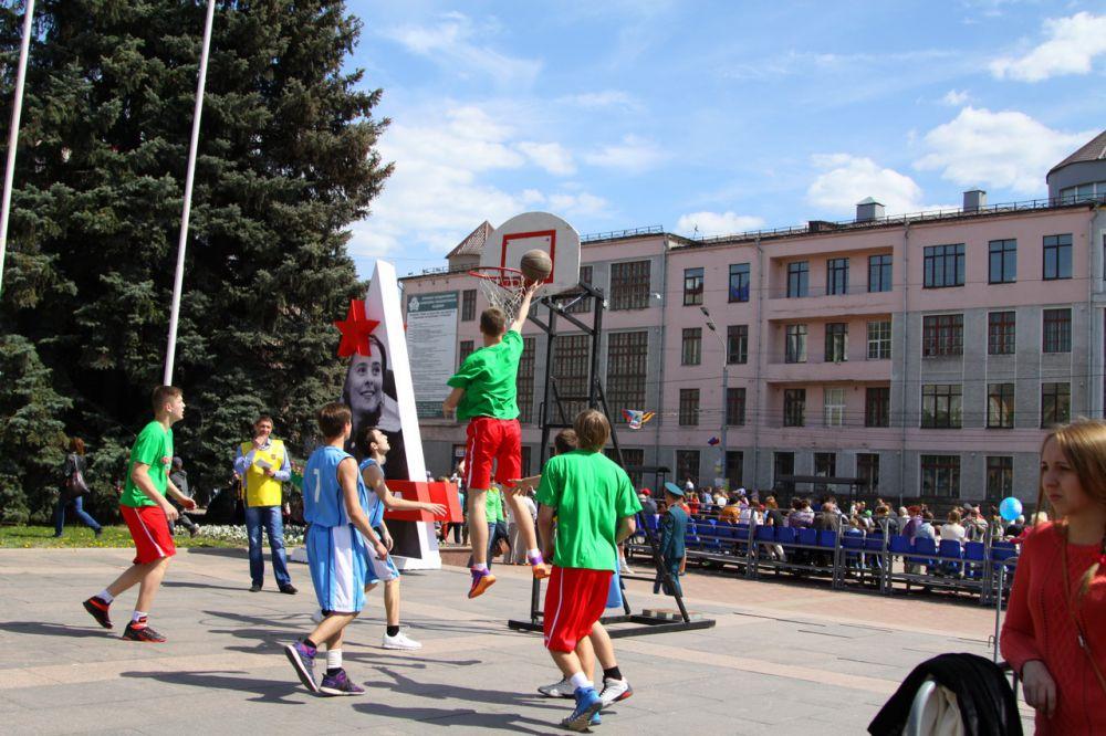Спортивный праздник на проспекте Ленина.