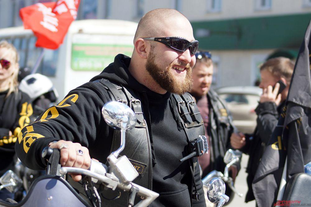 Встречались, конечно, и брутальные мотоциклисты.