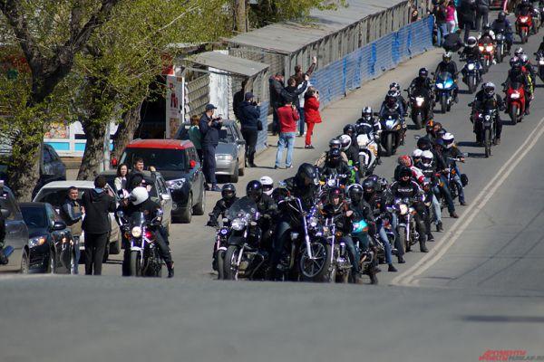 У одного байкера на горе вышла заминка с мотоциклом.