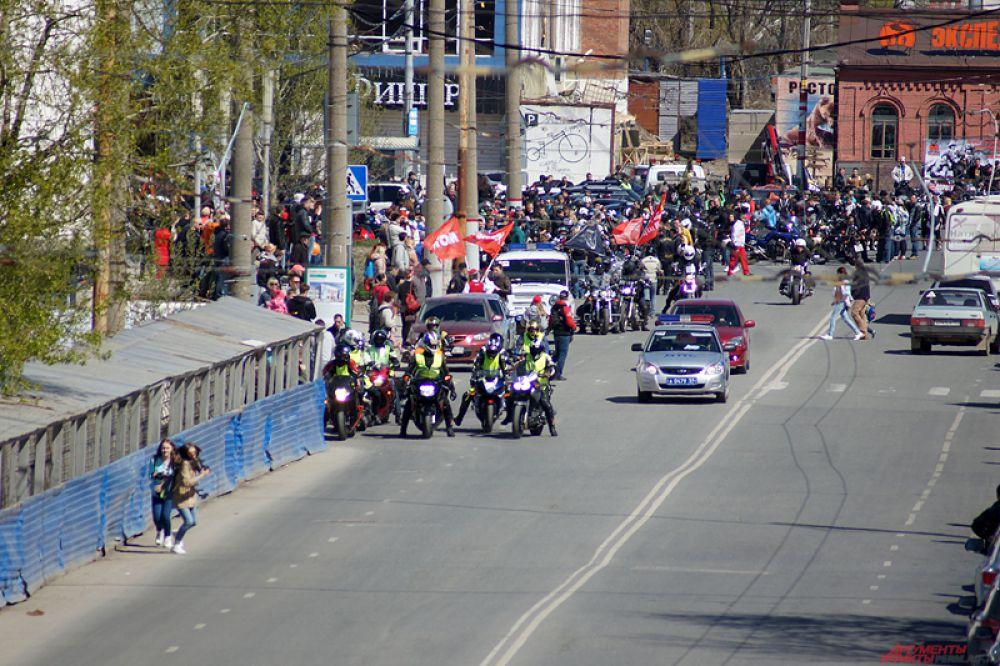 Сбор участников проходил на площади на Перми-1.
