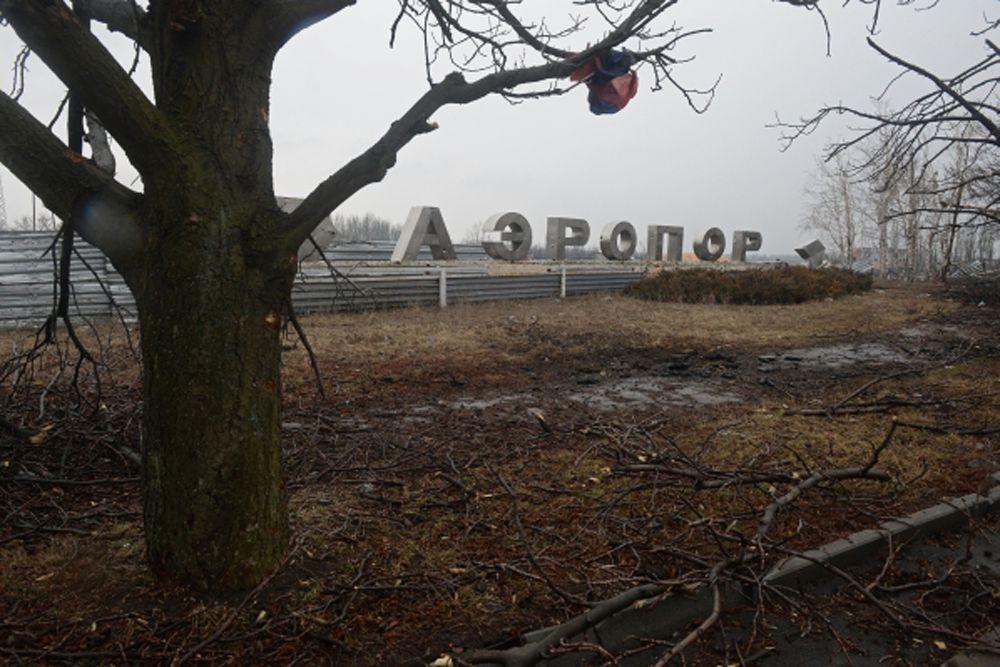 Разрушения в аэропорту города Донецка.
