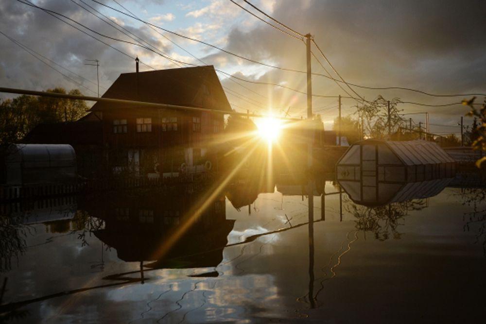 При этом ожидается, что уровень воды в реке Обь в ближайшее время может подняться до 530 сантиметров. В черте Новосибирска подтопленными оказались 1670 дачных участков.