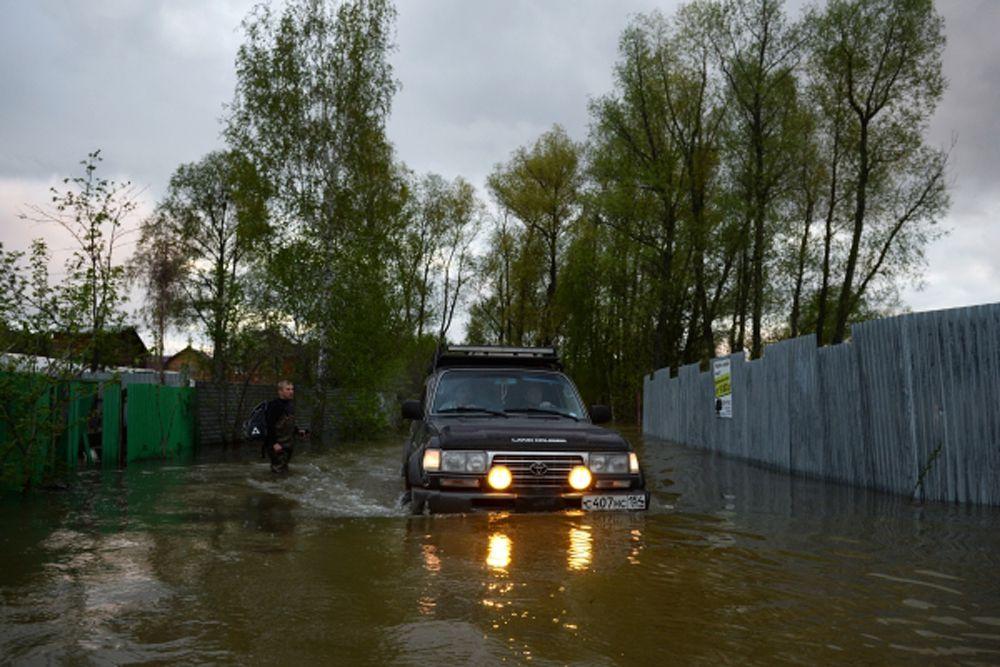 Утром в понедельник Новосибирская ГЭС из-за увеличения притока увеличила сбросы воды из одноименного водохранилища в Обь на 50 кубометров в секунду, доведя их до 6,2 тысячи кубометров в секунду.