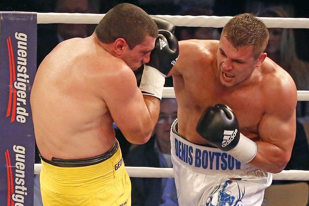 21 марта 2015 года Бойцов в связи с травмой руки соперника победил техническим нокаутом бразильского боксёра, Ирену Бета Коста Джуниора. Что примечательно, Ирену Коста стал пятым поверженным бразильским боксёром в карьере Бойцова.