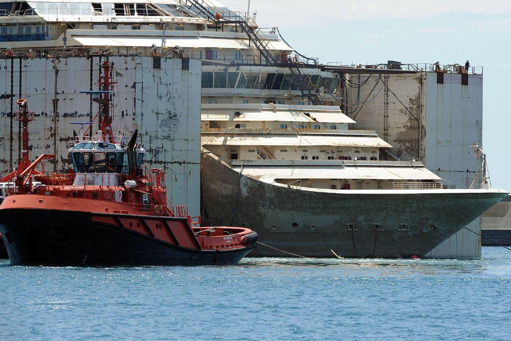 В 2013 итальянские инженеры начали операцию по подъему затонувшего круизного лайнера Costa Concordia. Спасателям удалось снять корабль с рифа, но долгое время его не удавалось привести его в вертикальное положение.
